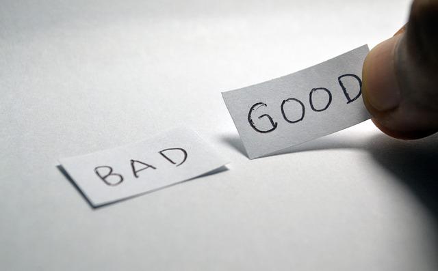 紙に書かれたBAD GOODの文字