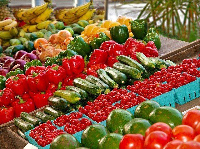 市場の色々な野菜