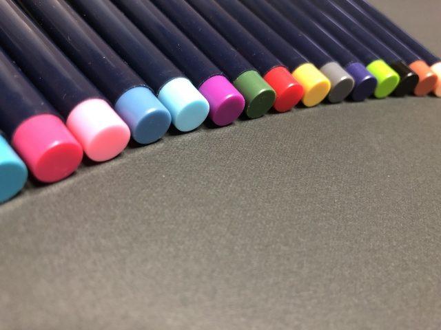 色々な種類の色鉛筆