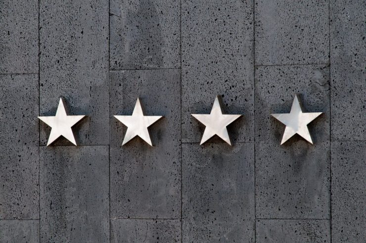 壁に4つの星