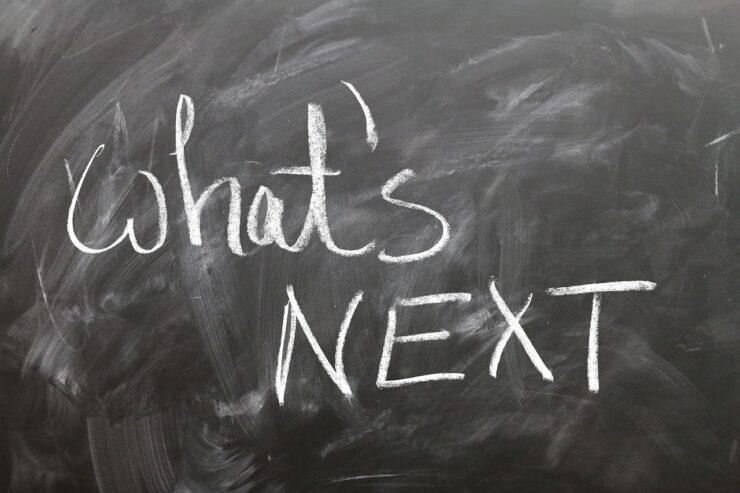 黒板にwhats-nextの文字