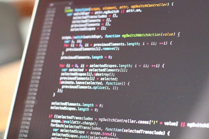 パソコンとHTMLコード